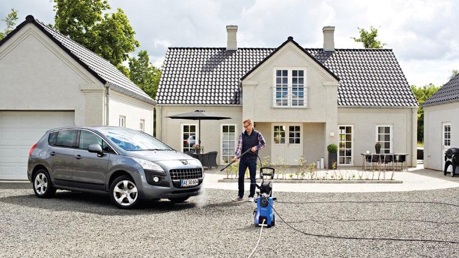 comment nettoyer sa voiture au nettoyeur haute pression jardin. Black Bedroom Furniture Sets. Home Design Ideas